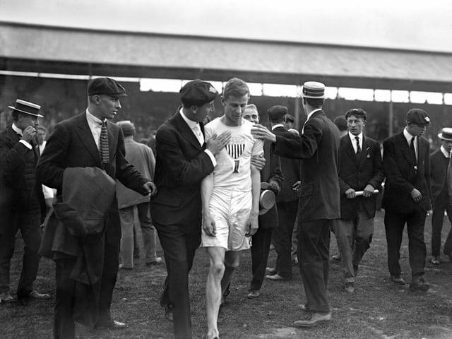 John Carpenter gewann 1908 den 400-Meter-Final- wurde wegen Behinderung von Wyndham Halswelle aber disqualifiziert.