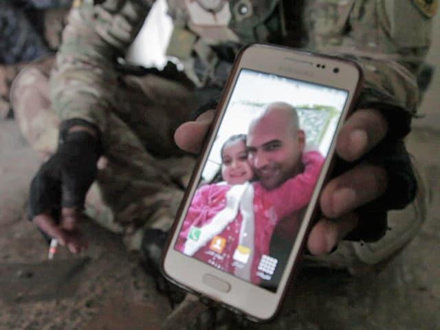 Smartphone mit einem Foto.