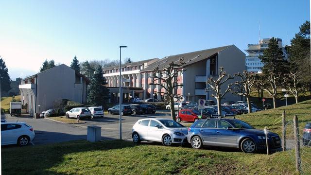 Zwei Gebäude des Diözesanseminars und das Kantonsspital Freiburg.