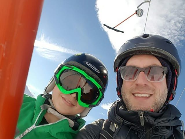 «Zambo»-Reporter Reto und der 13-jährige David auf dem Skilift