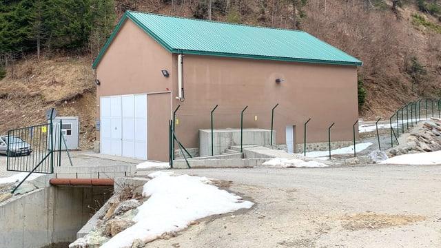 Eines der Turbinenhäuser entlang der Šekularska in Montenegro