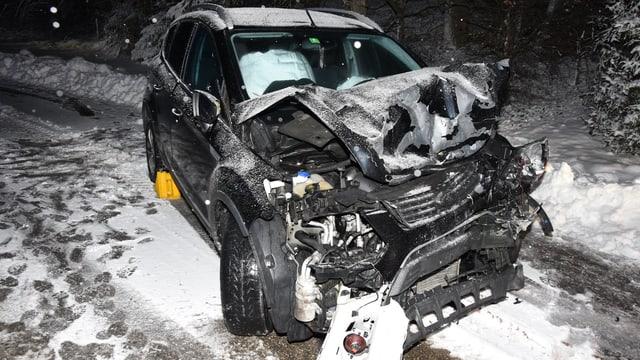 Ein Auto mit Totalschaden.