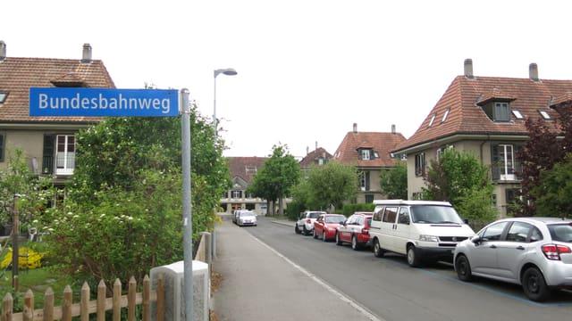 Strasse mit Schild «Bundesbahnweg»