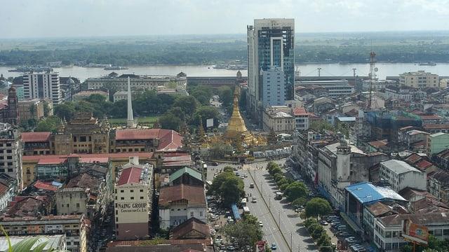 Skyline der burmesischen Stadt Yangon.
