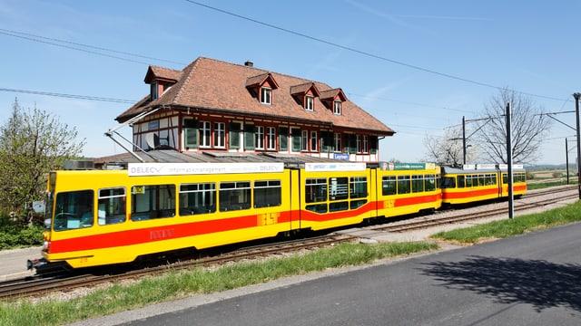 BLT 10er Tram beim Bahnhöfli Leymen