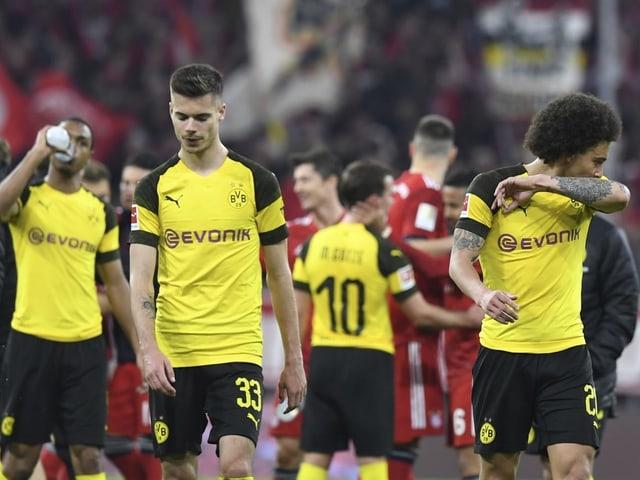 Die Dortmunder nach der 0:5-Klatsche gegen die Bayern.