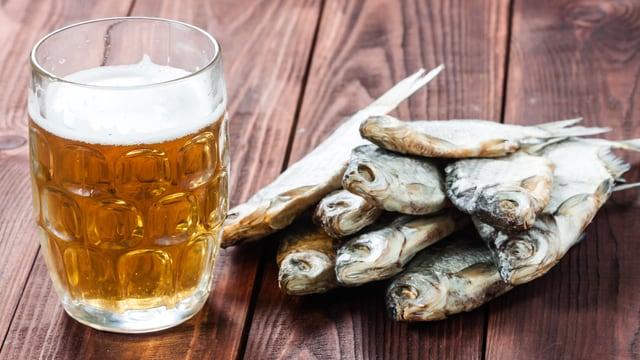 Dörrfisch mit Bier