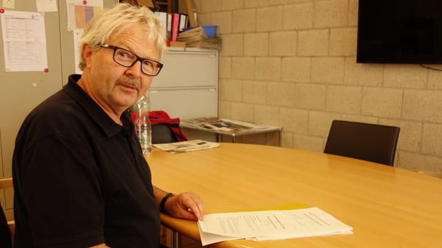Johannes Pfenninger, il chanzlist da Masagn e deputà dal cussegl grond, presidiescha il comité directiv Traversina.