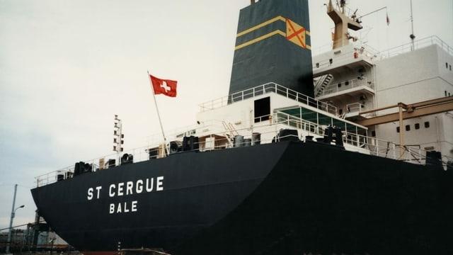 Schiff mit Schweizer Fahne.