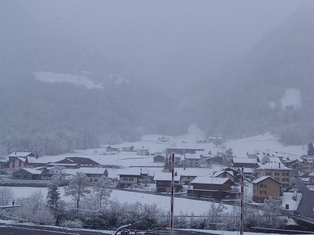 Frischer Schnee in Linthal