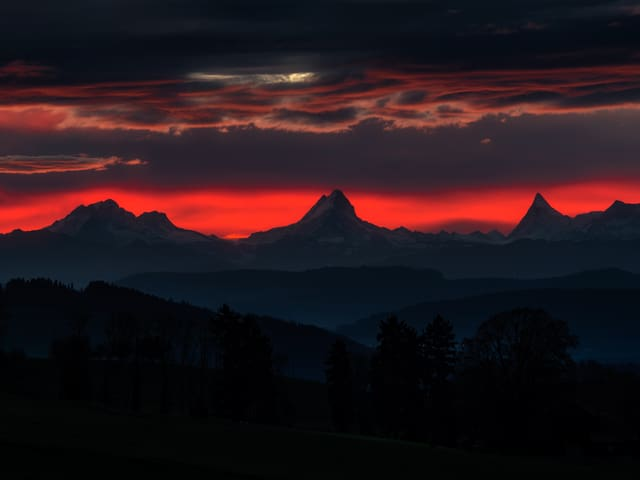 Der Himmel in rot, tolles Bergpanorama.