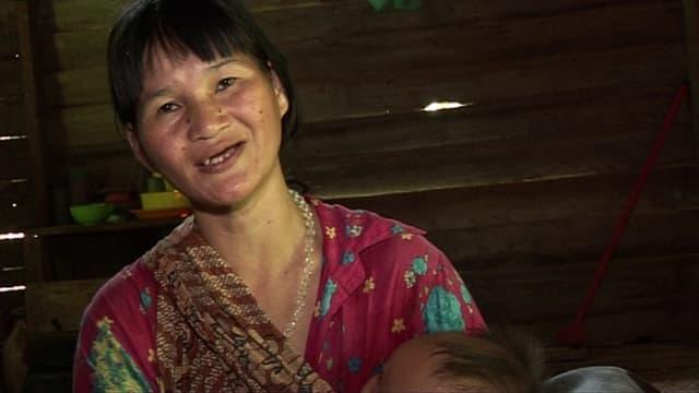 Video «mitenand vom 27.01.2013: Die Penan kämpfen gegen die Abholzung ihrer Wälder» abspielen