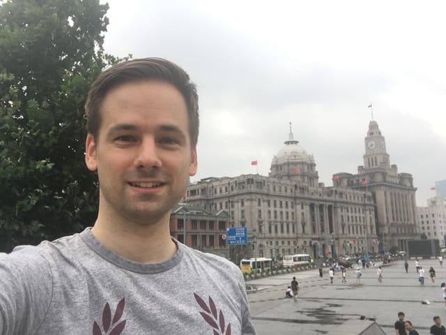 Selfie von Martin Aldrovandi am Bund von Shanghai