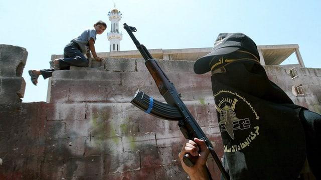 In uffant da la Palestina contempla in militant dal Dschihad islam.
