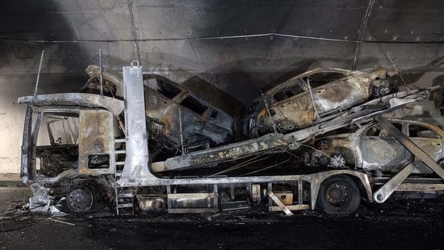 Il camiun che transportava autos è ars dal tuttafatg.