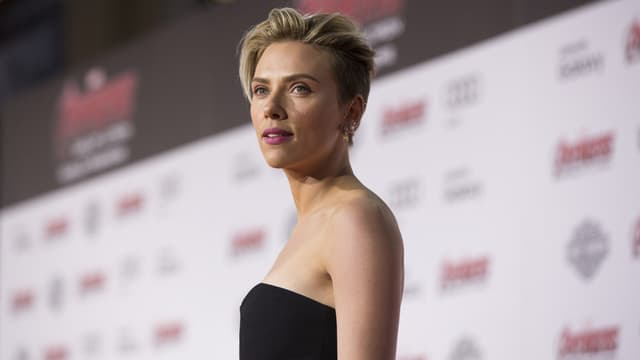 Scarlett Johansson posiert für Fotografen