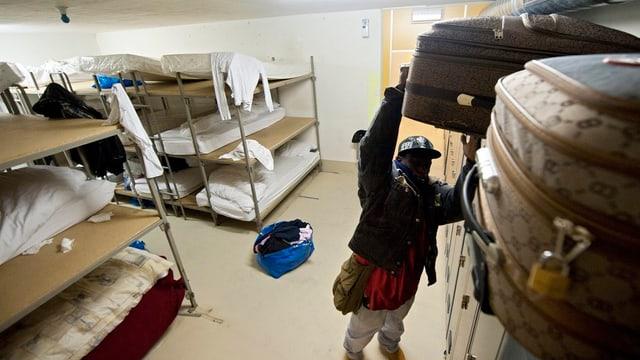 Mann in Asylunterkunft