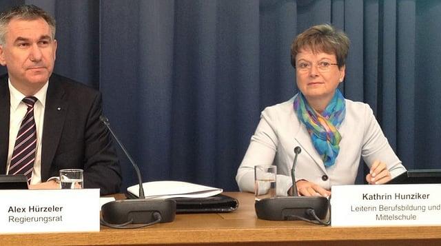 Regierungsrat Alex Hürzeler und Kathrin Hunziker (Berufsbildung Kt. AG) wollen genauere Zahlen von den Berufsschulen.