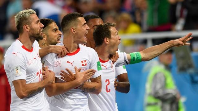 Der Stein des Anstosses: Schweizer Jubel nach dem 2:1 gegen Serbien.