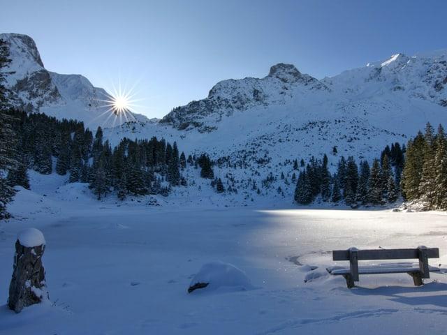 Sonnenaufgang am Gantrischseeli. Ein Winterparadies.