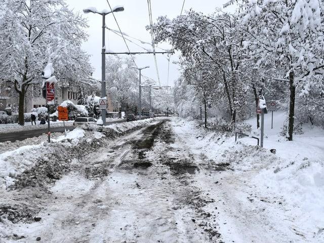 verwaiste Tramlinie im Schnee