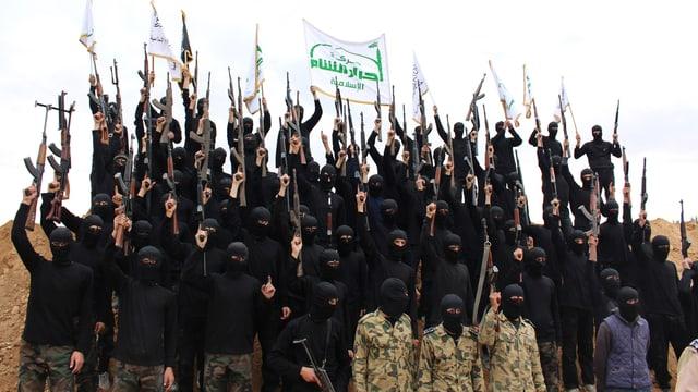 Kämpfer der Ahrar al-Scham-Brigade nach erfolgreicher Ausbildung (November) 2013