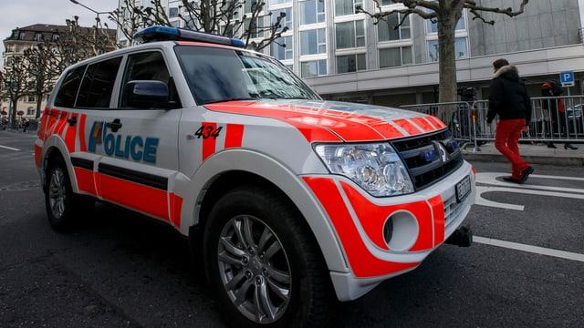 Fahrzeug in der Bemalung der Kantonspolizei Genf.