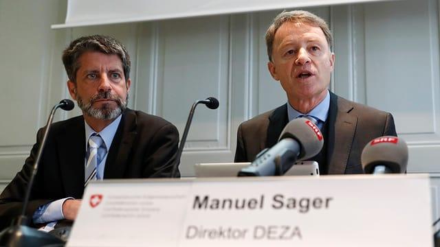 Il directur dal DEZA Manuel Sager e Peter Bieler responsabel evaluaziun.
