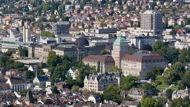 Luftaufnahme des Zürcher Hochschulgebiets mit ETH, Uni und Unispital.