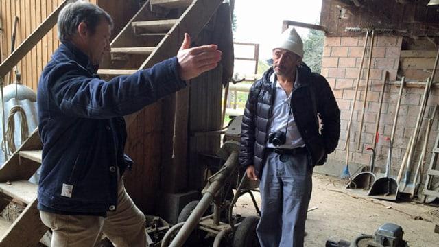 Jules Rampini und David Diaz bei der Jauchegrube.
