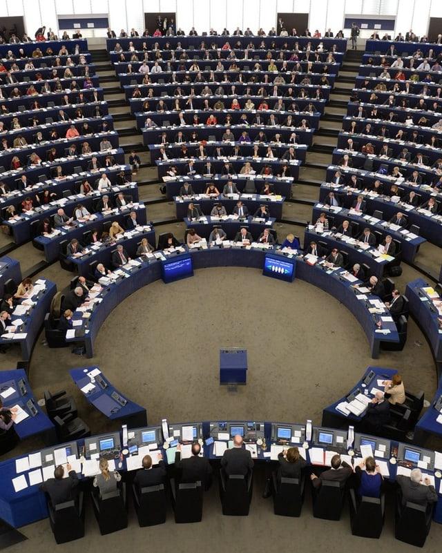 Blick auf den Plenarsaal des EU-Parlaments.
