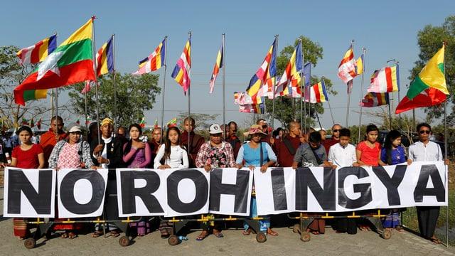 Buddhistische Demonstranten gegen die Rohingya