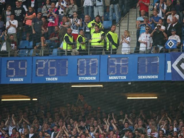 Der HSV ist nicht mehr unabsteigbar. Die Uhr des Bundesliga-«Dinos» muss wieder auf null gestellt werden.