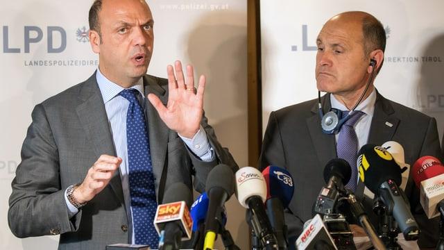 Conferenza da medias cun ils dus ministers.