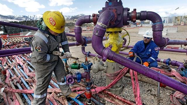 Mitarbeiter des amerikanischen Unternehmens Encana Oil & Gas Inc.beim Fracking im März 2013 im Bundesstaat Colorado.