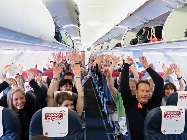 Die Fluggäste freuen sich auf verdiente erholsame Ferien