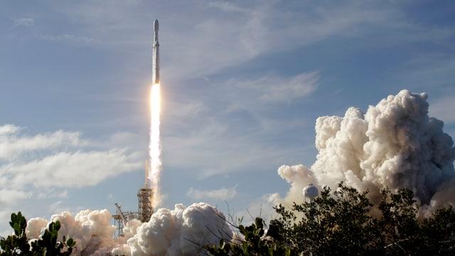 La «Falcon Heavy» durant il start.