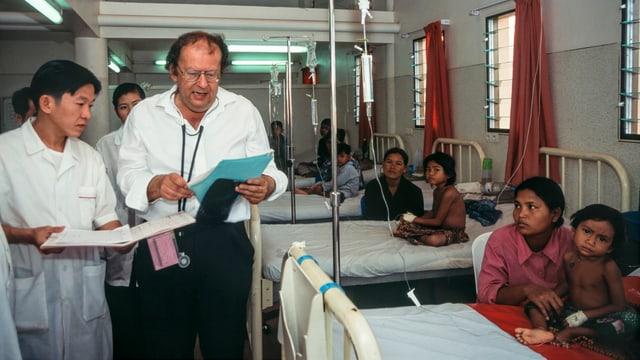 Beat Richner hilft in seinem Spital in Kambodscha Kindern, die schwer erkrankt sind.
