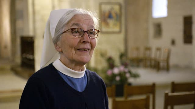 Schwester Madeleine Chevalier in der Kirche.