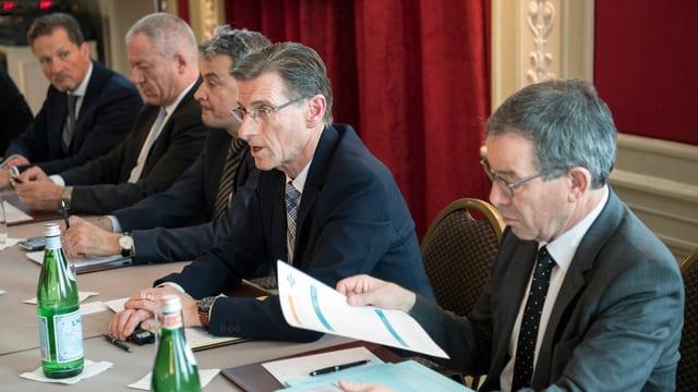 Medienkonferenz über die Mobilisierung von 100 Millionen Franken aus der Privatwirtschaft.