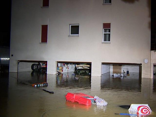 Nach starken Regenfällen flutete das Hochwasser die Garage eines Gebäudes in Gachnang (TG). 13.07.14, Gachnang (TG) / SRF