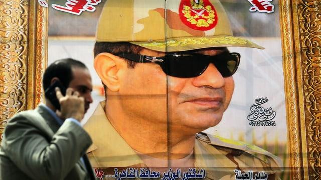 Das Konterfei von Abdel Fattah al-Sisi auf einem übergrossen Plakat.