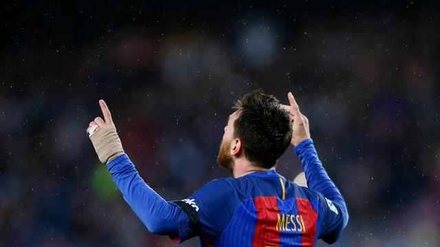 Lionel Messi richtet die Hände zum Stossgebet gen Himmel.