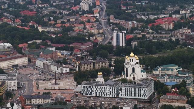 Vista sur il center da Kaliningrad cun catedrala russ-orthodoxa.