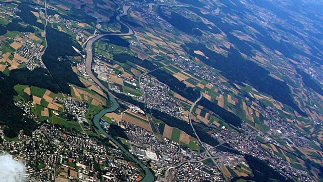 Luftaufnahme der Region Solothurn mit dem Emme-Zufluss in die Aare.