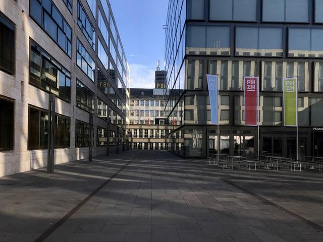 Blick durch die Gebäude