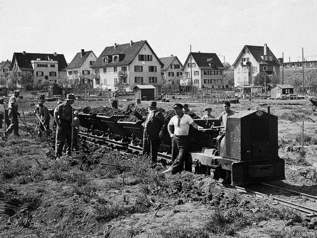 Arbeiter 1938-1939 auf dem Bauplatz.
