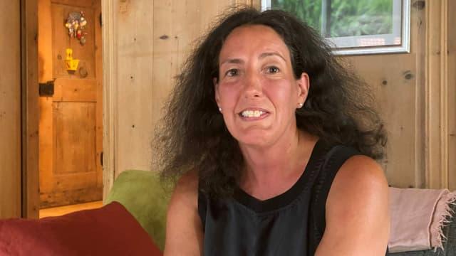 Tina Sulser sa legra sin la nova plazza sco chanzlista da la Muntogna da Schons.