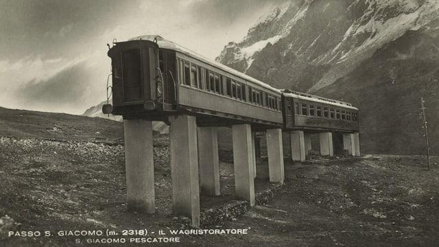 Historische Fotografie des Speise- und Schlafwagens auf dem Pass