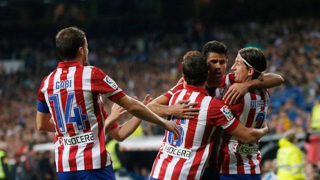 Die Atletico-Spieler feiern den goldenen Treffer von Diego Costa.